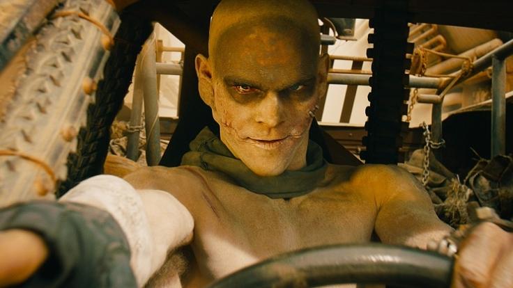 """Der Irrsinn steht ihm gut: Josh Helman als Slit in """"Mad Max: Fury Road"""". (Foto)"""