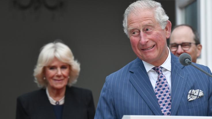 Auch als Thronfolger hat man's nicht leicht: Prinz Charles muss seiner Frau Camilla Parker-Bowles jede Woche einen Herzenswunsch erfüllen. (Foto)