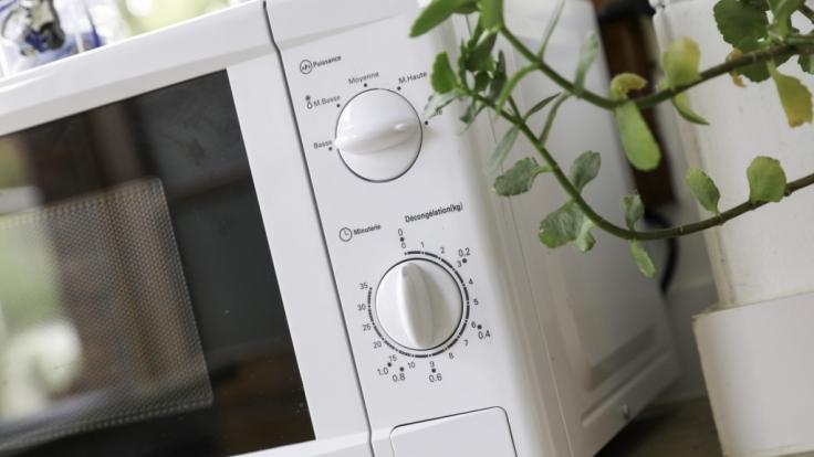 Um die Mikrowelle ranken sich zahlreiche Mythen, was man tun und lieber lassen sollte. (Foto)