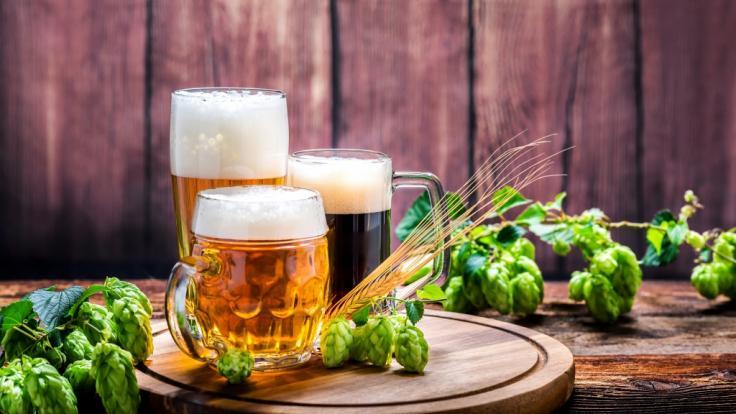 Eine Brauerei muss aktuell ein Bier aus ihrem Sortiment zurückrufen. (Foto)