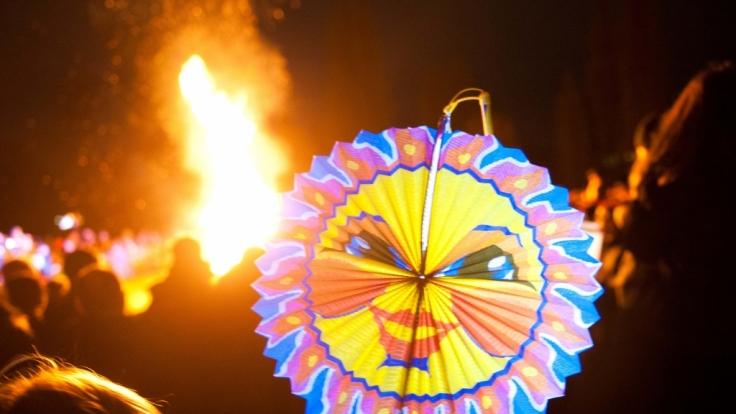 Laternenumzüge gehören zum Martinstag wie das Martinsfeuer oder die Martinsgans.