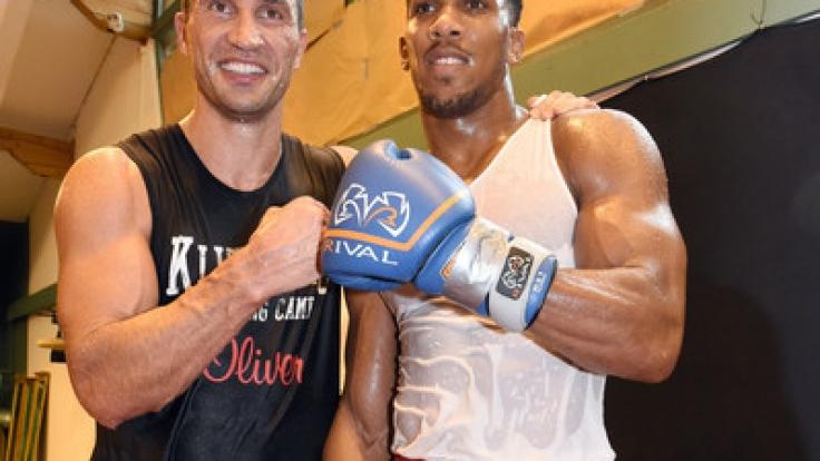 Eigentlich sollte Waldimir Klitschko (l.) gegen Anthony Joshua (r.) um den IBF-Titel kämpfen. (Foto)