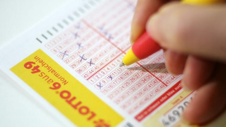 Informationen zu den aktuellen Lottozahlen im Lotto am Samstag, Ziehung der Lotto-Gewinnzahlen bei 6 aus 49, Spiel 77 und Super 6. (Foto)