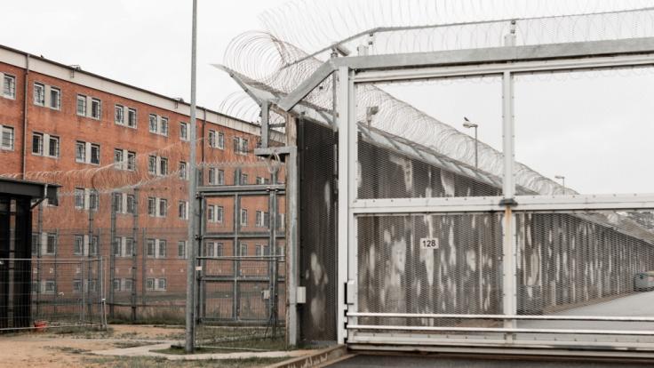 In der Justizvollzugsanstalt Lübeck ist es zu einer Geiselnahme gekommen.