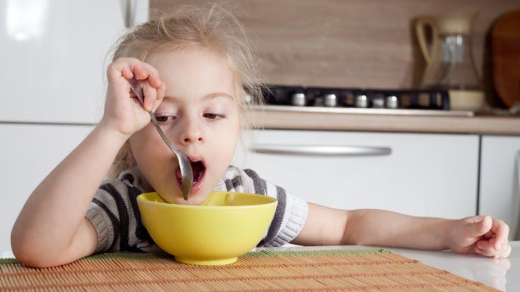 Die kleine Jessica (3) verweigerte ihr Mittagessen - wenig später starb das Kind einen qualvollen Tod (Symbolbild). (Foto)