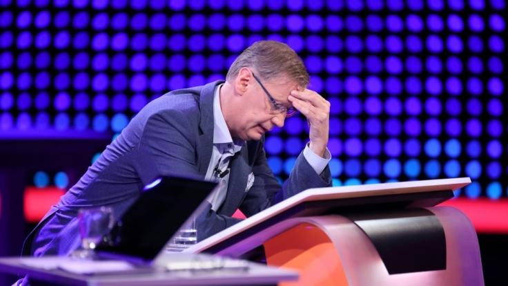 """Günther Jauch hatte in einer neuen Folge von """"5 gegen Jauch"""" ordentlich zu grübeln. (Foto)"""