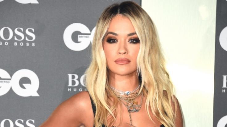 """Rita Ora verzauberte ihre Fans in einer atemberaubenden Robe bei der """"Ellen-Show"""". (Foto)"""