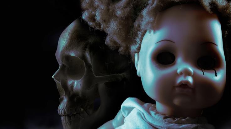 Der Grabräuber behandelte die mumifizierten Leichen wie Puppen.