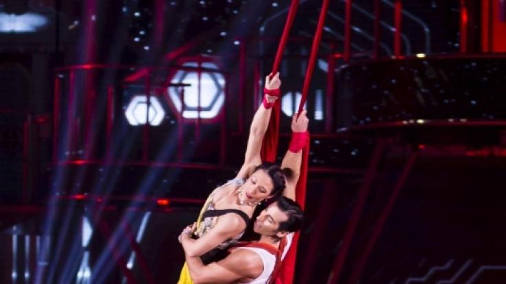 34 Eiskunstläufer und Artisten interpretieren die Liebesgeschichte von Romeo  Julia neu.