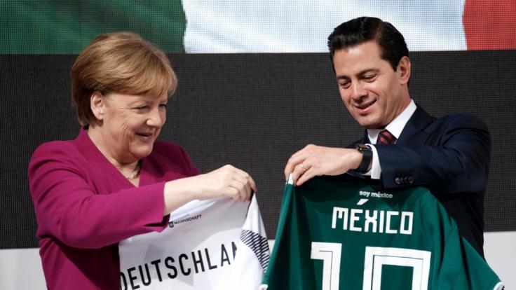 Während die Fußball-WM Ablenkung bietet, beschließt der Bundestag gern kontroverse Gesetze. (Symbolfoto) (Foto)