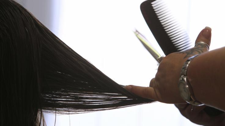 Beim Calligraphy Cut kommt statt einer Schere ein ganz besonderes Messer zum Einsatz.