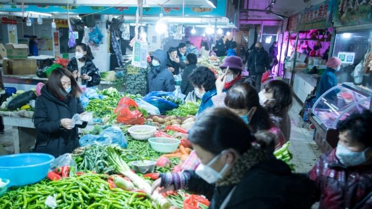 Ein Markt im chinesischen Wuhan. Der vermutliche Ursprungsort des neuratigen Coronavirus-Erregers.