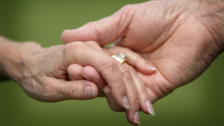 Ein 32-Jähriger hat eine 85-Jährige geheiratet.