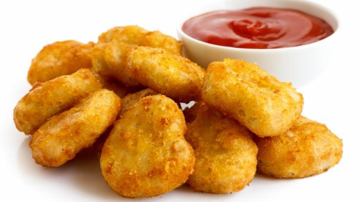 Wegen einer fehlerhaften Kennzeichnung ruft Migros aktuell Chicken Nuggets zurück (Symbolbild).