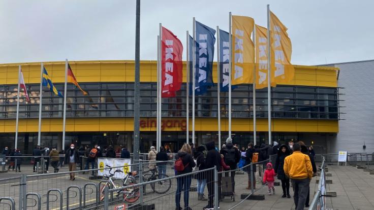 Ikea macht an einigen Standorten offenbar die Luca-App zur Pflicht für seine Kund:innen. (Foto)