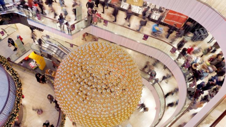 Am 17. Dezember sind kurz vor Weihnachten viele Geschäfte geöffnet. (Foto)