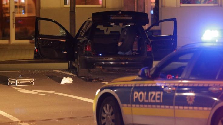Nach einem Schusswechsel in Gevelsberg fahndete die Polizei nach einem bewaffneten Mann. (Foto)