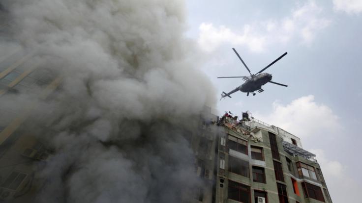 Bei einem Hochhausbrand in Dhaka starben 25 Menschen.