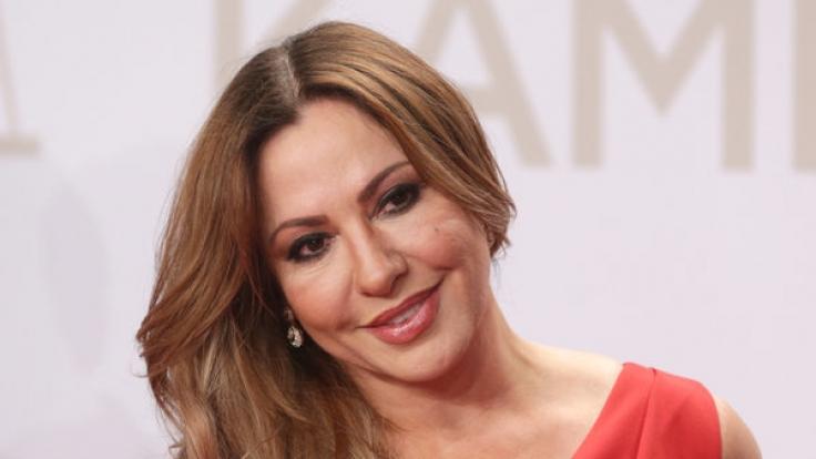 Schauspielerin Simone Thomalla wurde jetzt beim Kuscheln mit ihrem Fast-Schwiegersohn Till Lindemann erwischt.