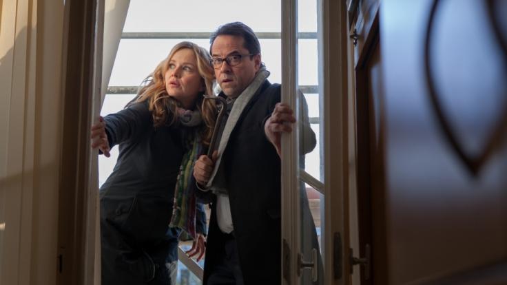 Vernau (Jan Josef Liefers) und Marie-Luise (Stefanie Stappenbeck) brechen in die Schule ein. (Foto)