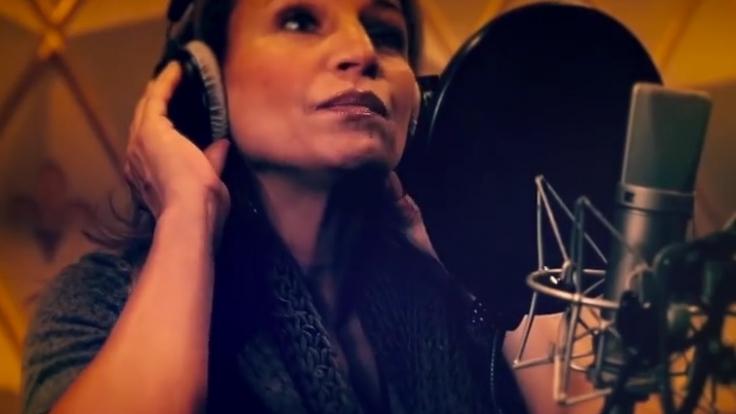 Schauspielerin Caroline Beil veröffentlichte gemeinsam mit Oliver Lukas die Single
