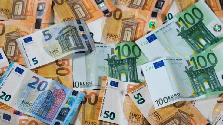 Viel Banken investieren Geld in Waffenhandel, Rüstungsindustrie und Klimawandel.