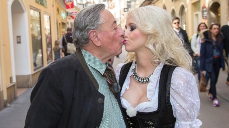 Sind sie nicht süß, die beiden? Harald Lugner (81) und Cathy Schmitz (24).