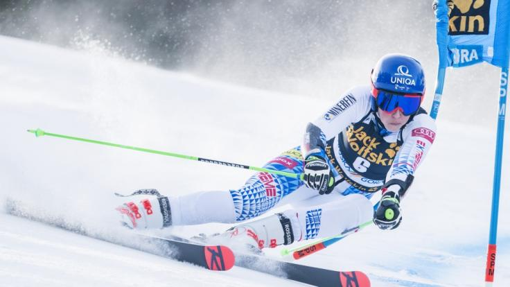 Beim Riesenslalom im Ski-alpin-Weltcup der Damen in Kranjska Gora legt sich Petra Vlhova (Slowakei) mächtig ins Zeug.