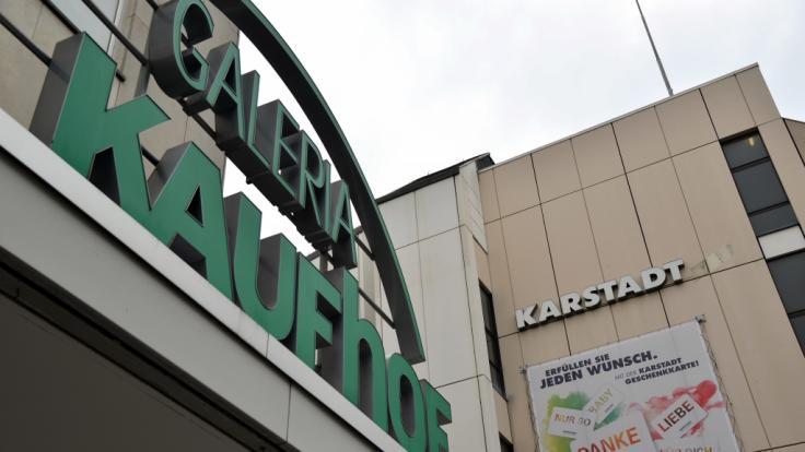 In der vergangenen Woche war bekannt geworden, dass die Eigentümer von Karstadt und Kaufhof erneut über eine Zusammenarbeit sprechen.