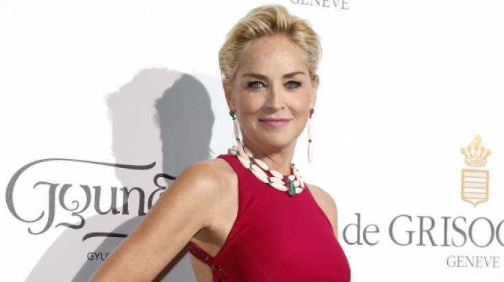 """Für das """"Elle""""-Magazin schlüpfte Sharon Stone in einen gefährlich heißen Fummel. (Foto)"""