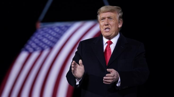Trump-Anhänger stürmen mit Hilfe von Republikaner das Kapitol in Oregon.
