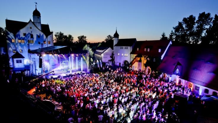 """Das Wasserschloss Klaffenbach bildet die malerische Kulisse für """"Die Schlager des Sommers"""" 2018. (Foto)"""
