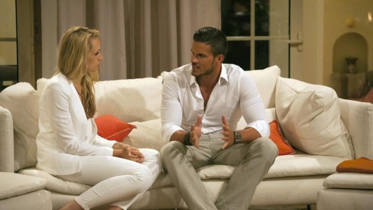 Antonio und Anna im Gespräch. Kann er sie von sich überzeugen?