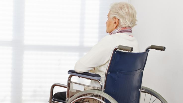 Eine 83-jährige Seniorin wurde in ihrem Pflegeheim missbraucht. (Foto)