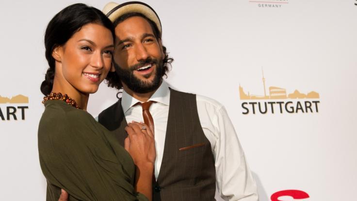Rebecca Mir und MassimoSinató verzaubern ihre Fans mit einem verführerischen Pärchen-Foto.