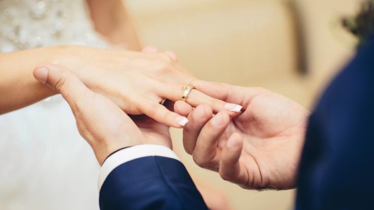 Eine erst 23 Jahre alte Frau ist wenige Tage nach ihrer Hochzeit unter tragischen Umständen gestorben (Symbolfoto). (Foto)