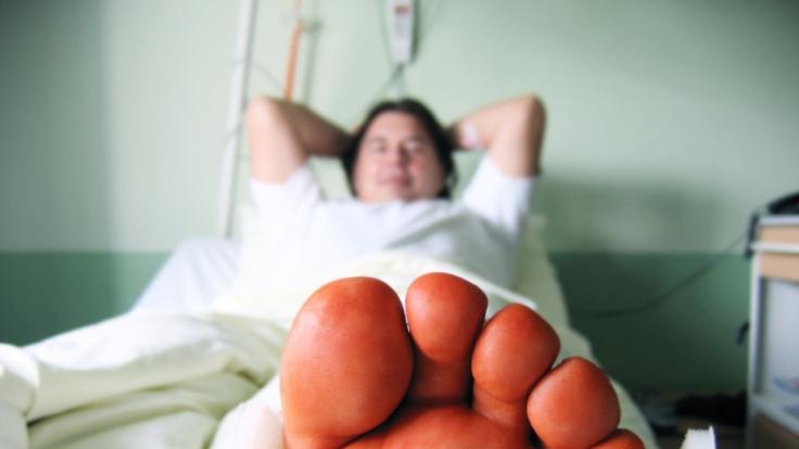 Eine kleine Unachtsamkeit genügt und ein Sturz führt zu schmerzhaften Verletzungen. Nicht immer ist klar, wer dann Schmerzensgeld zahlen muss. (Foto)