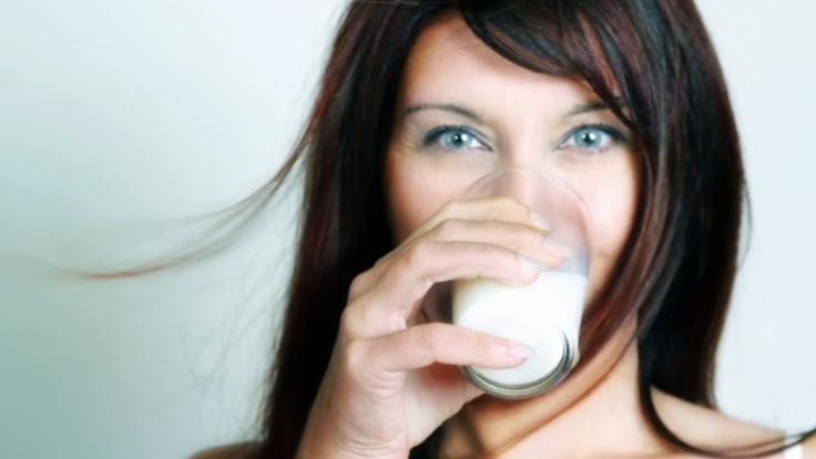 News.de verrät, wie man der Partnerin das Schlucken verschönen kann und was man dazu essen sollte. (Foto)