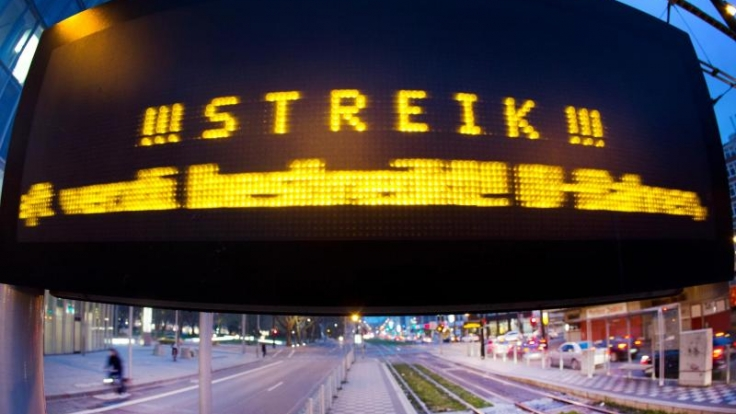 Arbeitnehmer tragen das Wegerisiko. Daher müssen sie auch bei Streiks im Nahverkehr pünktlich zur Arbeit kommen.