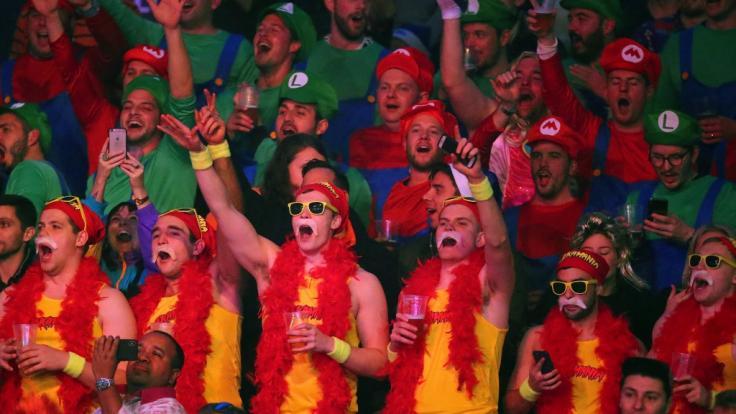 Schrille Kostüme gehören zur Darts-WM 2019 selbstverständlich dazu.