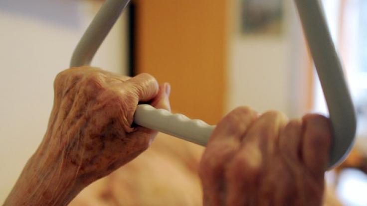 Horror-Skandal in Dessau: In einem Pflegeheim wurden Senioren brutal misshandelt und für perverse Todesspiele missbraucht.