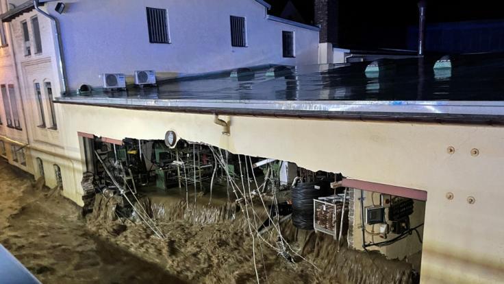 Wassermassen haben in Nordrhein-Westfalen ganze Häuser zerstört. (Foto)