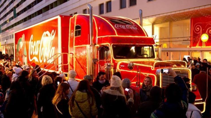 Die Coca-Cola-Weihnachtstrucks touren auch 2018 wieder durch Deutschland.