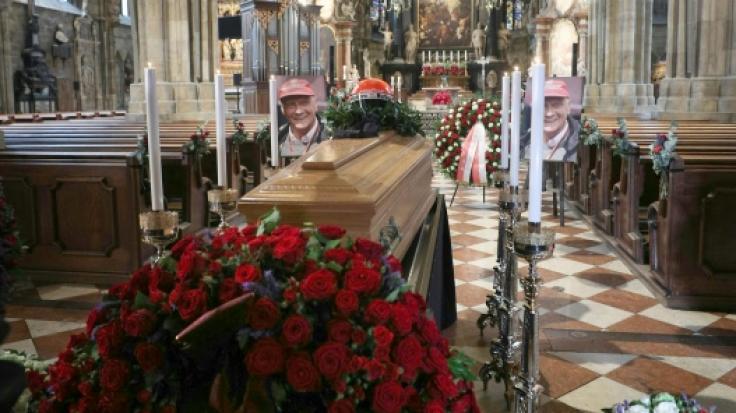 Der Sarg von Niki Lauda wurde im Wiener Stephansdom öffentlich aufgebahrt. (Foto)