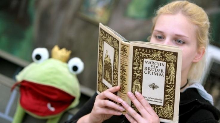 Märchen wie der Froschkönig üben eine starke Faszination aus - auf Kinder und Erwachsene. (Foto)