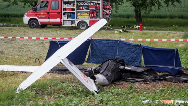 In Baden-Württemberg sind am Sonntag zwei Piloten ums Leben gekommen, als ihre Kleinflugzeuge in Mosbach bei Heilbronn und in Nürtingen bei Reutlingen abstürzten. (Foto)