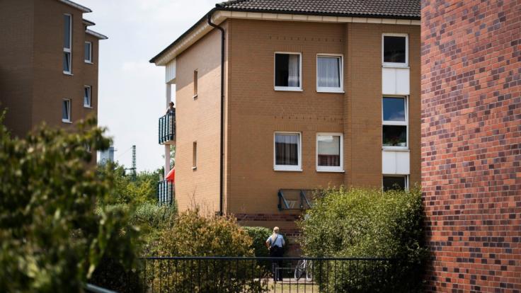 Nach dem Tod eines sieben Jahre alten Mädchens in Düsseldorf-Rath rückte das Sondereinsatzkommando der Polizei an.