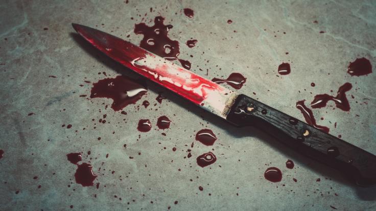 In Berlin Hellersdorf sind bei einer Messer-Attacke vier Menschen verletzt worden (Symbolbild). (Foto)
