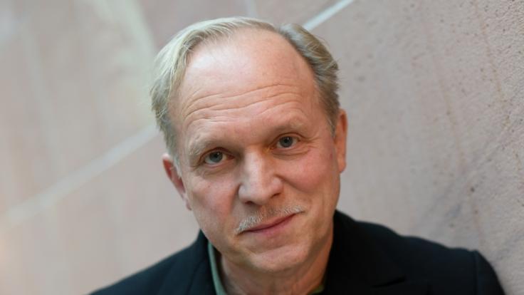 Ulrich Tukur hat nicht nur in seinen Filmen mit Tragödien zu tun. (Foto)