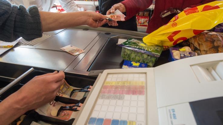 Vorschuss auf Arbeitslosengeld jetzt auch an der Supermarktkasse (Symbolbild) (Foto)